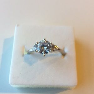 1C Cubic Zirconia 925 Sterling silver) Size 8